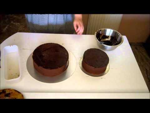 Προετοιμασία τούρτας για την εφαρμογή της ζαχαρόπαστας