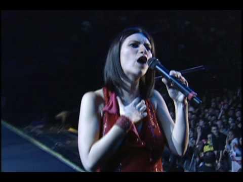 Laura Pausini - Entre tú y mil mares (en vivo) World tour 2001 - 2002