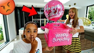 MY MOM'S BIRTHDAY PRESENTS PRANK!!