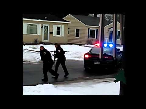 Wyoming officer shot by suspect runs for help