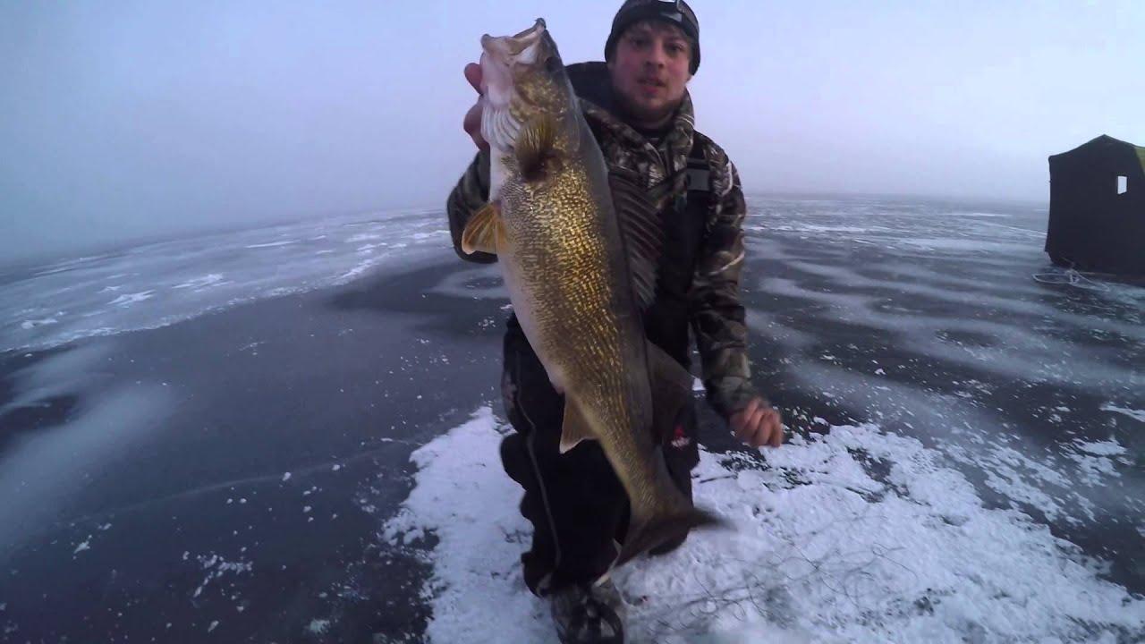 Hook set fishing first ice on little bay de noc january for Bay de noc fishing report