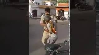 Police wale ne Old rickshaw wale ko PITA