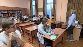 Российские школьники вернулись к очному формату обучения.