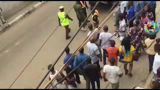 Nigerian Police Attacks A Navy Officer In Lagos