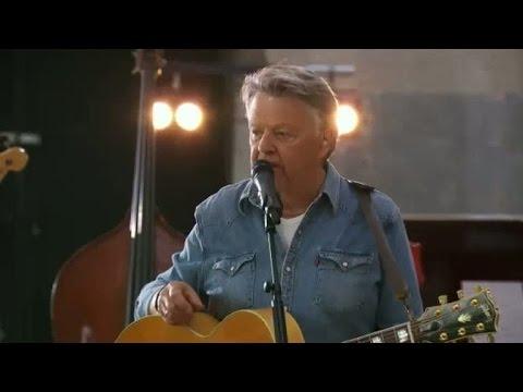 """God jul önskar Sven-Ingvars  (""""Så många mil"""" live) - TV4"""