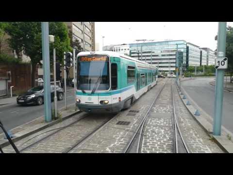 Gaston Roulaud à Noisy-le-Sec dans la cabine d'un tramway Ligne 1 thumbnail