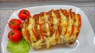Свиная корейка, слоеная помидорами и сыром, запеченная в фольге