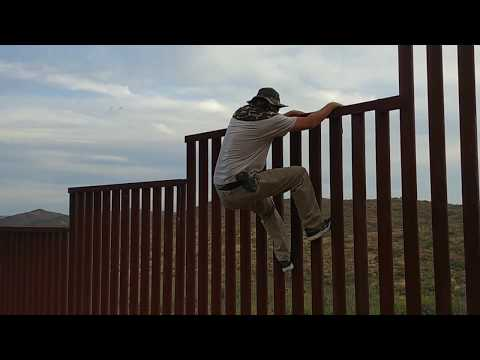 Man Shows Easy Way to Get Over the American-Mexican Border