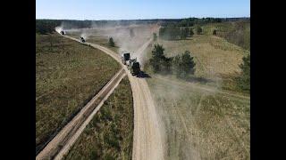 Støvede lastbiler og soldater i samarbejde forud for udsendelse til Estland