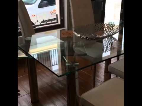 Mesa de comedor de cristal templado y acero inoxidable for Comedores minimalistas de cristal
