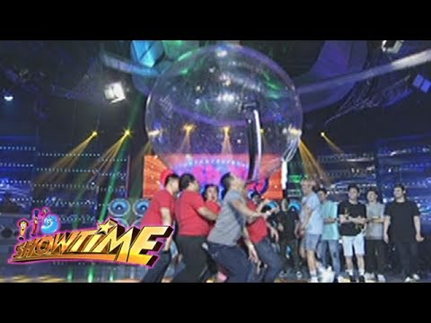 "It's Showtime: Team ""Funny Ka, Pare Ko"" in a balance challenge"