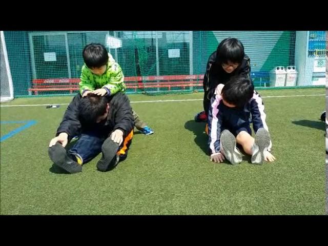 運動の様子「ストレッチ」|すくすくスクール|石川県加賀市|放課後等デイサービス