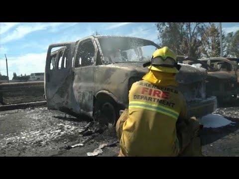 شاهد: اخماد نيران أتت على 86 سيارة لدى وكالة تجارية في كاليفورنيا…  - نشر قبل 53 دقيقة