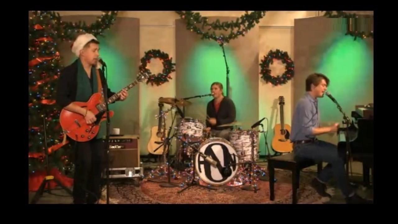 Hanson - Rockin' Around The Christmas Tree - YouTube
