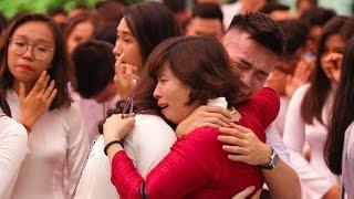 Học sinh Việt Đức ôm nhau khóc chia tay tuổi học trò