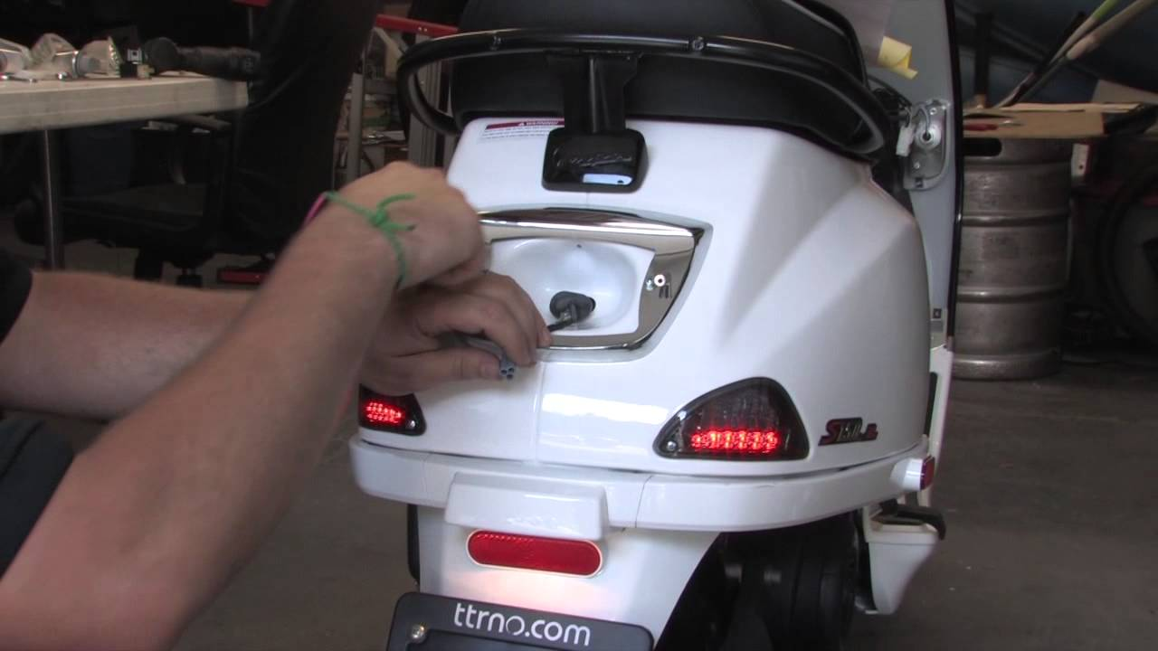 Bmw Style Led Tail Light For Vespa Lx S Youtube