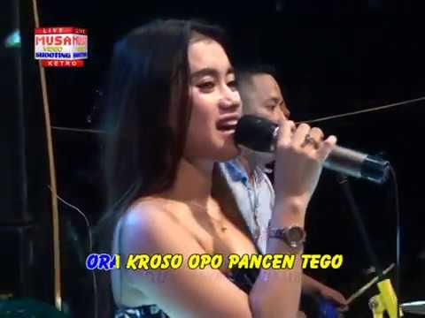 Wuyung Vocal : Fitri Kecil * Live In Lengkong - Ketro, Nababa Karaoke