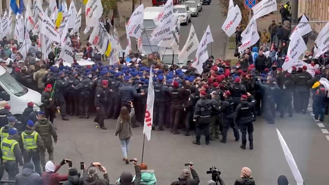 Митинги и крики в Раде: как был принят закон об олигархах на Украине