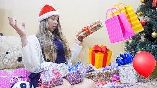 Vlog: КВЕСТ НАЙДИ НОВОГОДНИЕ Подарки / 11 СЮРПРИЗОВ для Леры Распаковка подарков video baby