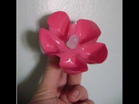 Cмотреть видео онлайн Как сделать цветок брошь из пластиковой бутылки своими руками