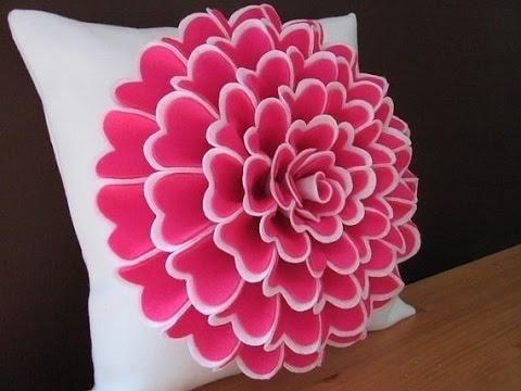 декоративная подушка с фетровым цветком