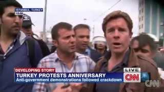 CNN International muhabirine canlı yayında gözaltı! Ivan Watson arrested by turkish police on air