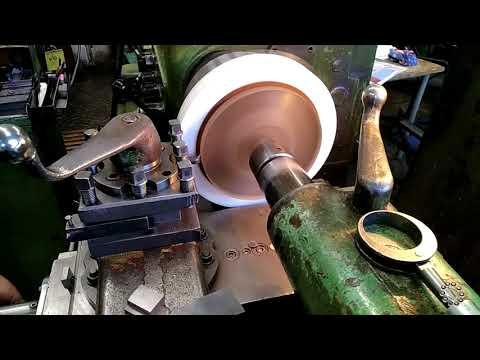 Вырезаем резиновые кольца большого диаметра