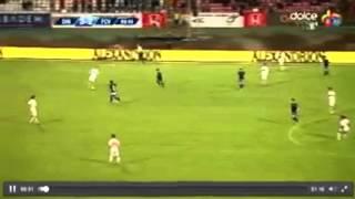شاهد لحظة سقوط لاعب الكاميرون باتريك ووفاته اثناء مباراة في الدوري الروماني