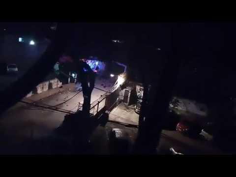 Tanqueta de la GNB destrozó entrada de edificio en la Urb. Leoncio Martínez