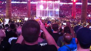 Wrestlemania XXVIII - Undertaker vs Triple H (Cell Lowering)