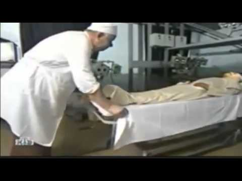 Как купают ленина в мавзолее