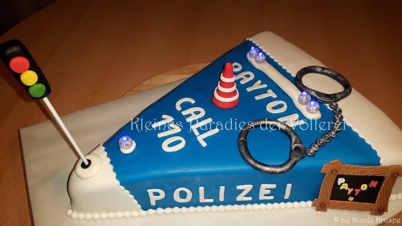 Polizei Torte Blaulichttorte Zuckertutentorte Nachtaufnahme