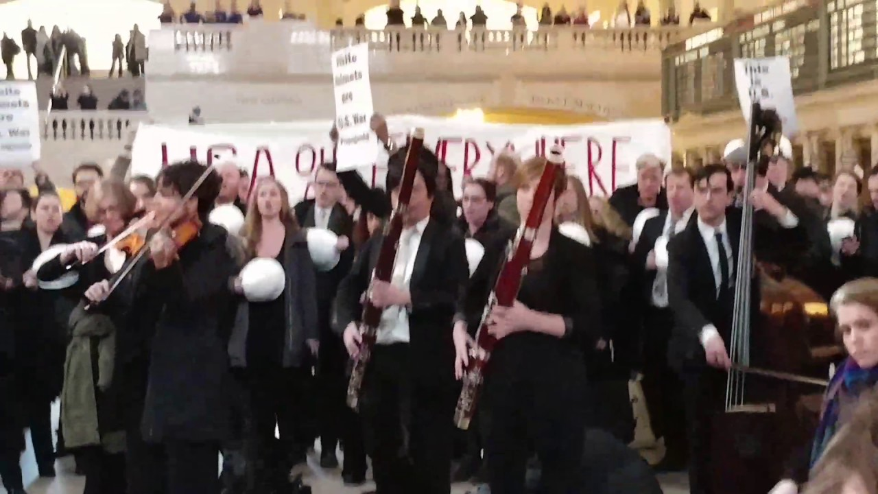 Anti-war activists disrupt pro-White Helmets concert at NYC's Grand Central