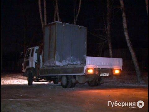 В Хабаровске из грузовика на ходу вывалился контейнер .MestoproTV