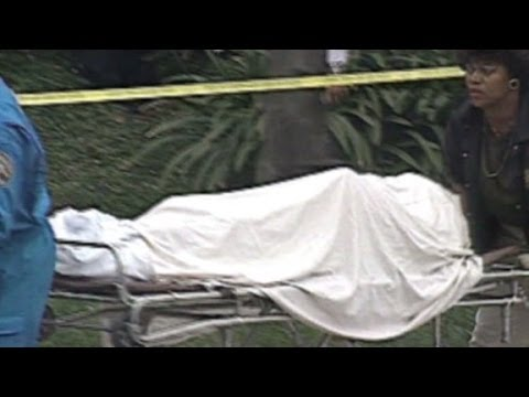 1994: Nicole Brown Simpson's body removed