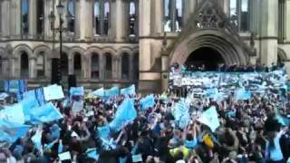 Manchester City FA Cup parade - bus leaves Albert Square