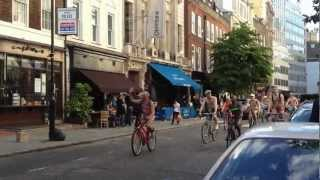 Велопробег нудистов в Лондоне(Велопробег нудистов в Лондоне в июне 2012 г., 2012-06-21T10:05:59.000Z)