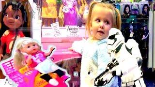 Влог В магазине Дисней. Смотрим игрушки. Эльвира с беби бон сестренка в детском магазине