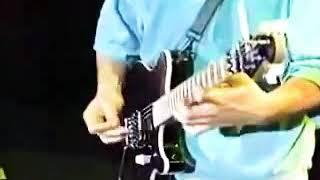 エドワードヴァンヘイレンはアメリカのミュージシャン兼ソングライターでした。 彼は、1972年に兄、ドラマーのアレックスヴァンヘイレン、ベーシストのマークストーン、歌手の ...