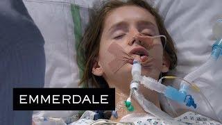 Video Emmerdale - Sarah's Condition Begins to Deteriorate download MP3, 3GP, MP4, WEBM, AVI, FLV Oktober 2018