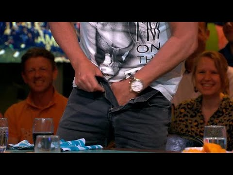 Gerard Joling doet  op tv zijn broek naar beneden  VI ORANJE BLIJFT THUIS