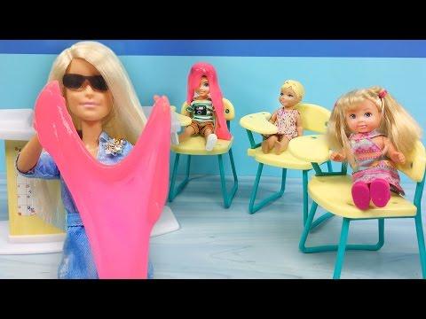 Barbie Öğretmen Fen Dersinde Slime Nasıl Yapılır Anlatıyor   Barbie Oyuncakları   EvcilikTV
