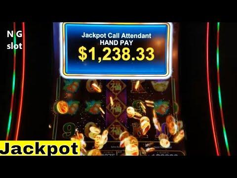 Slot machine progressive jackpot win