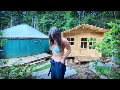 INSIDE MY BUNKIE CABIN BEDROOM | SHE WENT WILD DIVING IN THE OCEAN | Bushcraft & OFF GRID - Ep.