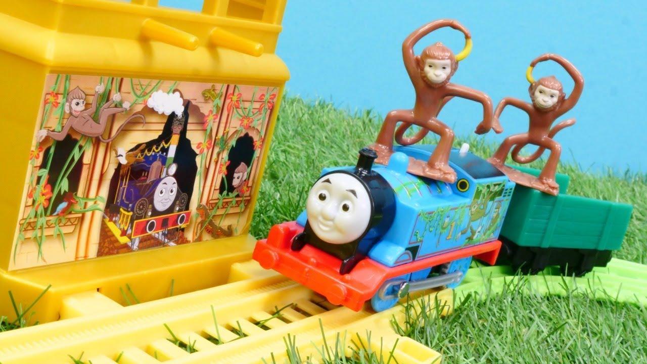 wir packen spielzeug aus  thomas die lokomotive