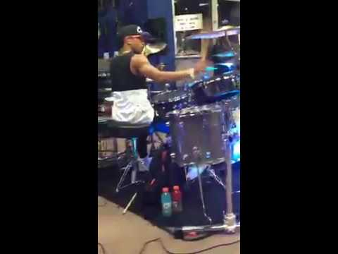 Tony Taylor Clinic at Guitar Center Country Club Hills, Chicago Drum solo!