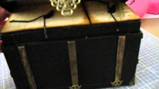 Steamer Trunk Miniature With Mini Albums