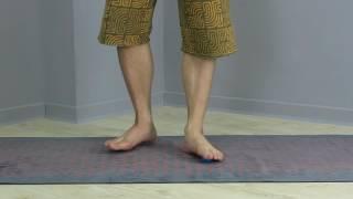 透過球按摩足底筋膜裡層的肌肉群,先鬆解後再誘發啟動足底肌群,之後再...