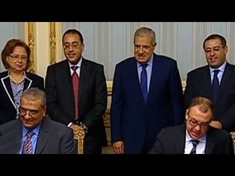 أخبار مصر: محلب يوقع عقود لمشروعات في مجالي الطاقة والإسكان مع شركات سعودية كبرى
