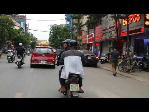 Rush Hour in Hanoi: A Few Minutes of Stress